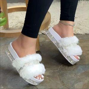 Fur slippers 🛍☁️
